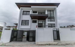 House and Lot For Sale in Tivoli Royale