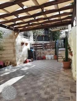 شقة أرضية مميزة للبيع الجبيهة 225م مدخل مستقل وتراسات ود
